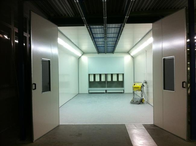 Big room powder booth with cartridge filter
